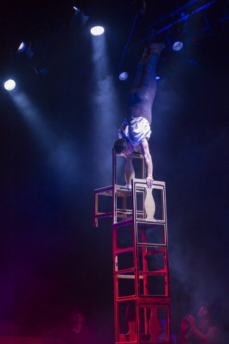 Cirque Berserk - Real Circus made for Theatre
